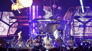 Nicki Minaj, center left, and David Guetta, top, perform at the Billboard Music Awards at the MGM Grand Garden Arena on Sunday, May 17, 2015, in Las Vegas. (Photo by Chris Pizzello/Invision/AP)