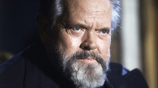 """FILE - In this February 22, 1982 file photo, actor and film director Orson Welles poses for photographers during a press conference in Paris. A """"very raw draft"""" of an unpublished Orson Welles memoir has joined the University of Michigan archives on the trailblazing filmmaker, the school says. (AP Photo/Jacques Langevin, File)"""