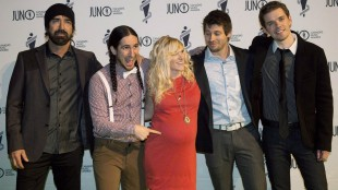 Walk Off The Earth members including Sarah Blackwood, centre, pose on the green carpet before the 2013 Juno Gala, Dinner and Awards in Regina on April 20, 2013. Walk Off the Earth singer Sarah Blackwood says she wants compensation and an apology after being kicked off a United Airlines flight because her young child was being fussy. THE CANADIAN PRESS/Liam Richards