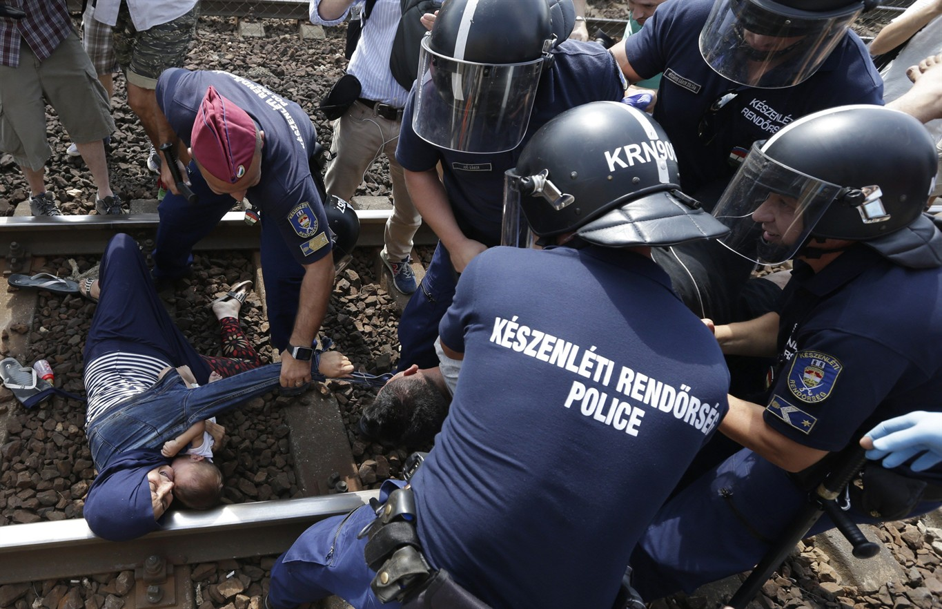 Refugees on train, police in 2nd day of standoff in Hungary