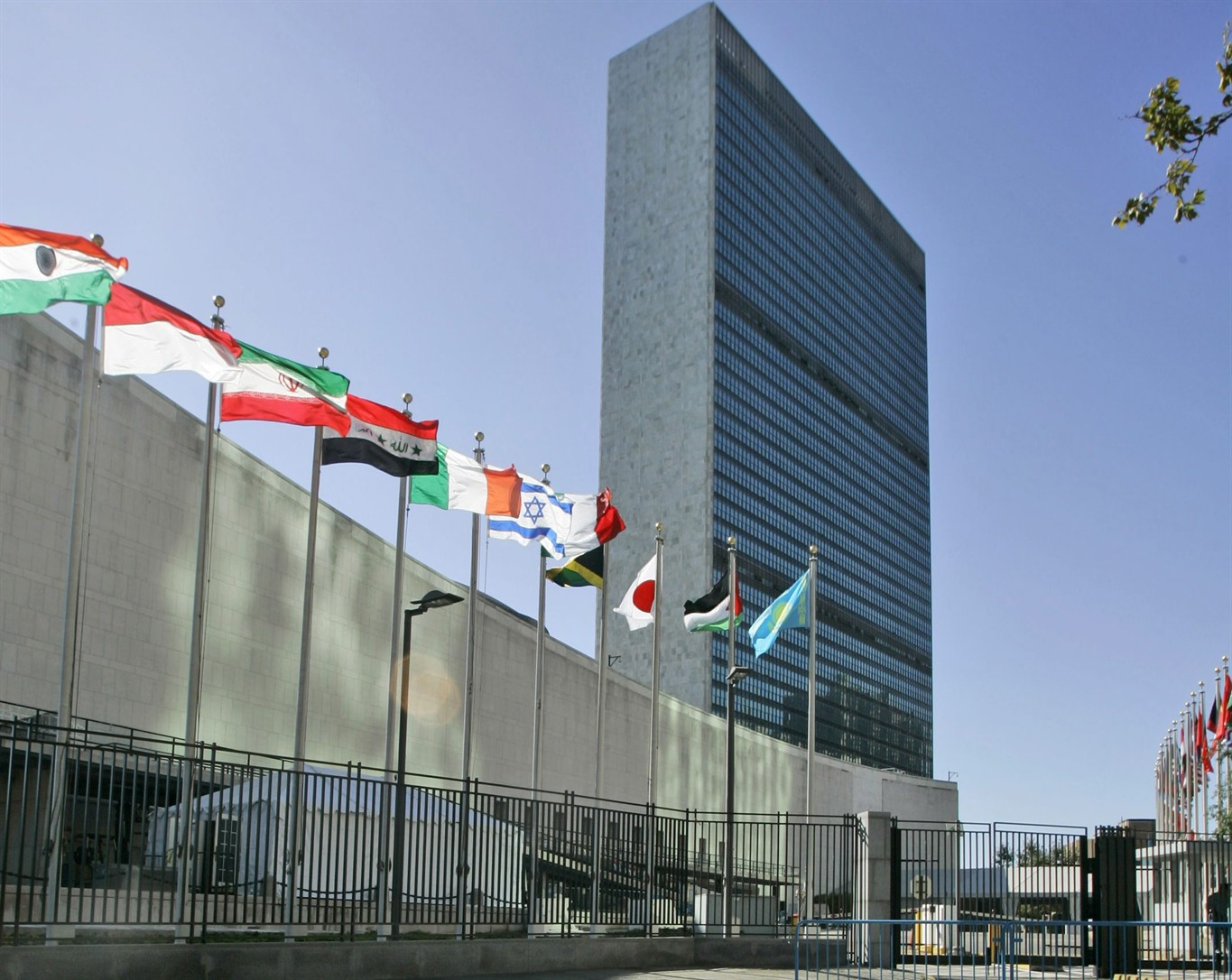 un assembly overwhelmingly approves palestinian proposal to raise un assembly overwhelmingly approves palestinian proposal to raise flag at un headquarters