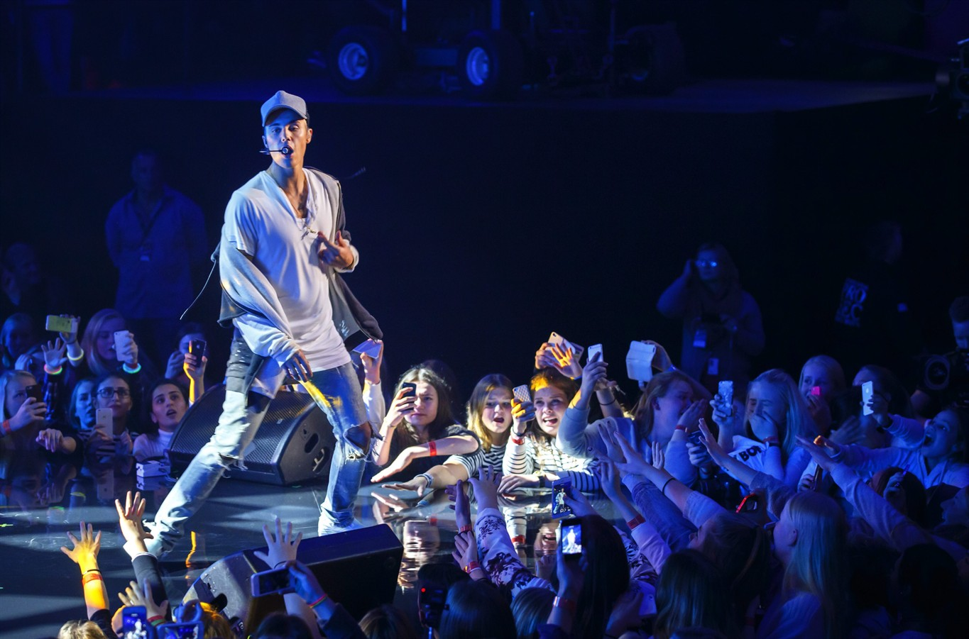 Justin Bieber quits concert after 1 song because rowdy ...