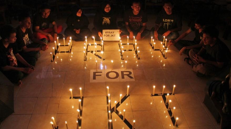 Indonesian police hunt terror suspects after Jakarta attacks