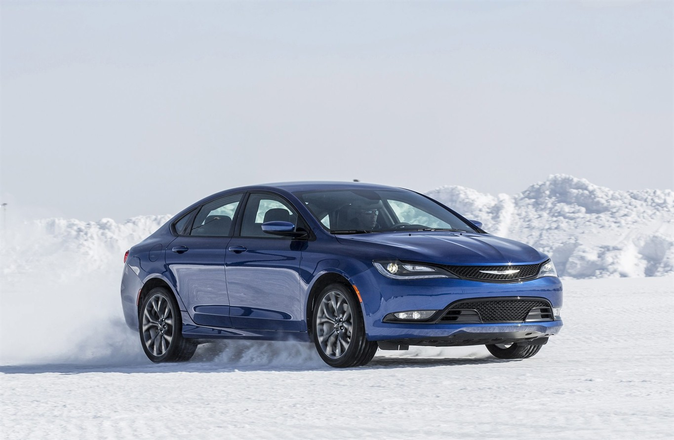 2016 chrysler 200 combines value sporty handling news 1130. Black Bedroom Furniture Sets. Home Design Ideas