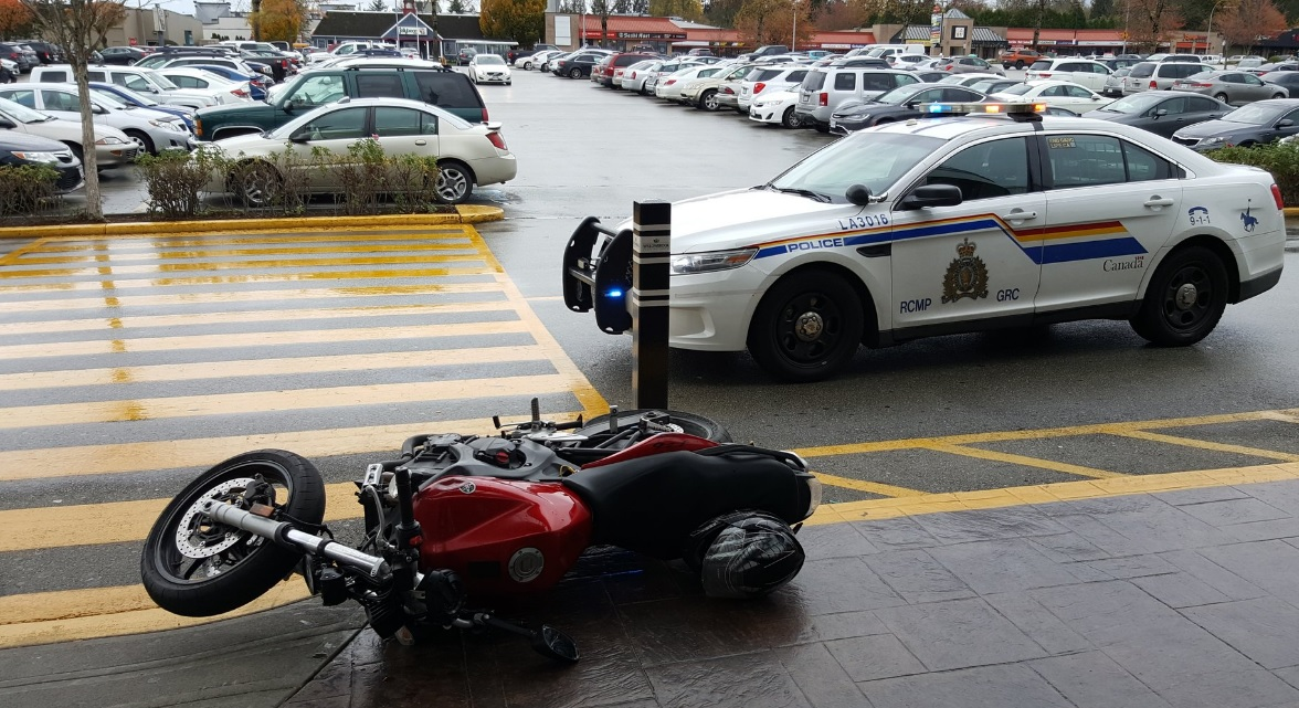 Langley RCMP searching Willowbrook Mall area for border jumper