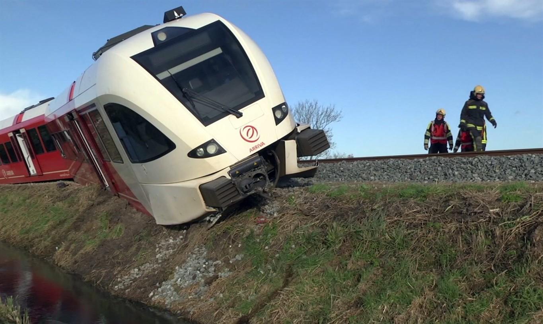 Train derails in Netherlands, causing injuries but no deaths