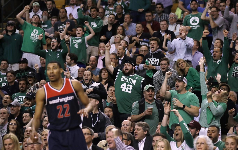 Matt Damon cheering on the Celtics! | Celebrity Fans ...
