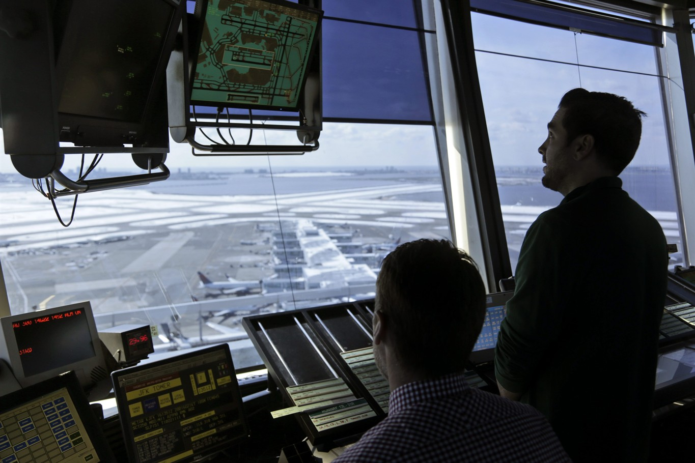 House panel weighs privatizing air traffic control
