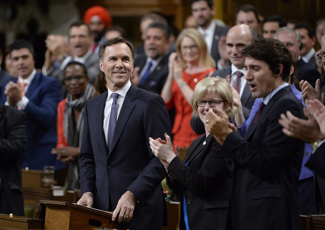 Federal deficit shrinks on strong economic growth, Liberals say in fall update
