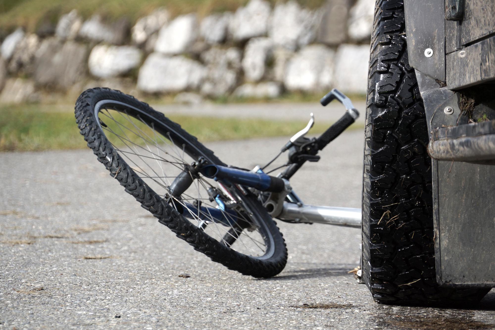 В Стаханове автомобиль ВАЗ-2110 сбил велосипедиста
