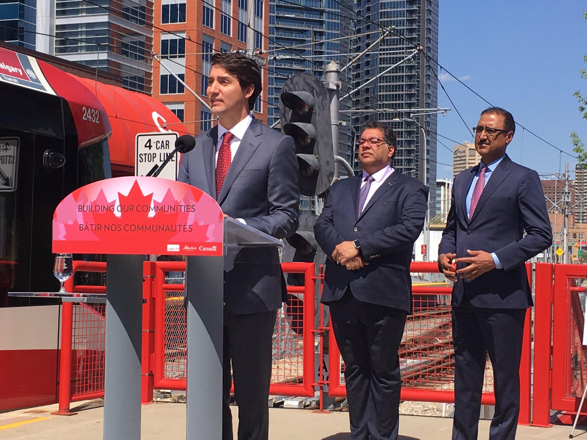 Pipeline backstop lifts Canadian dollar
