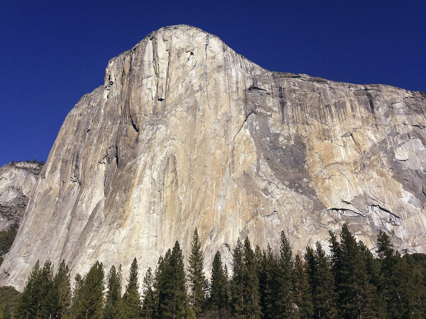 Climbing stars cope with falls on way to El Capitan record