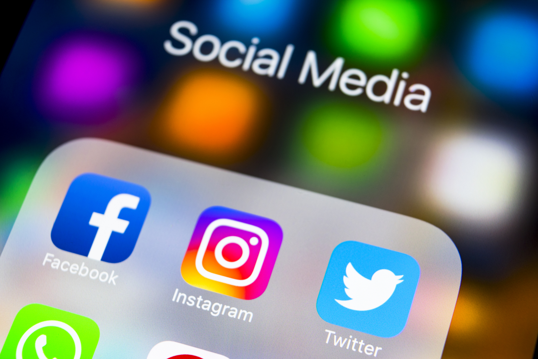 Canadians continue to flock to social media despite privacy concerns, research finds