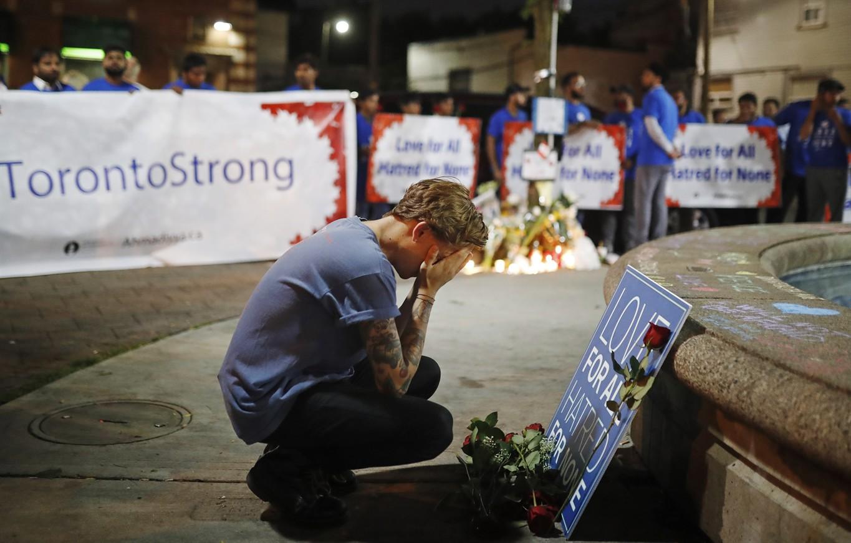 Toronto S Danforth Community Unites After Shooting News 1130