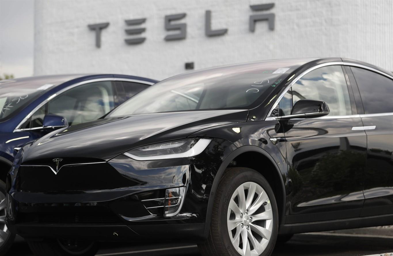 Tesla board mulls de-listing plan