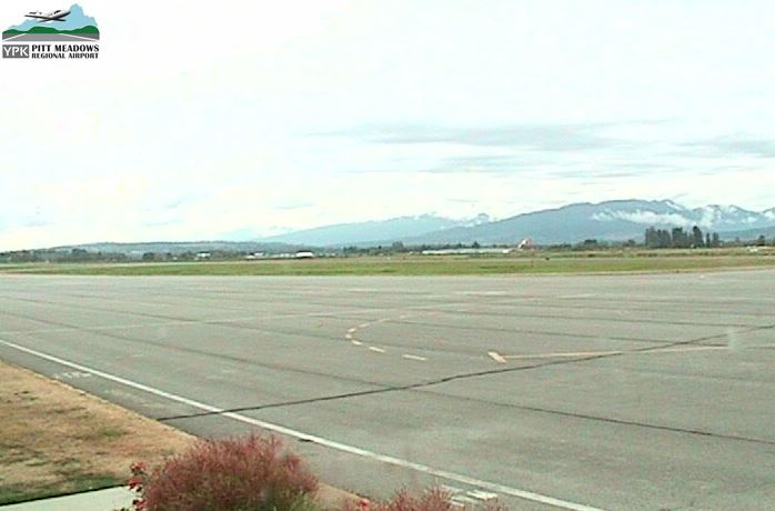 Small plane crashes at Pitt Meadows airport