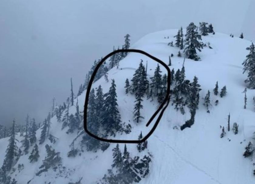 Hiker rescued off Mount Seymour but friend still missing after avalanche