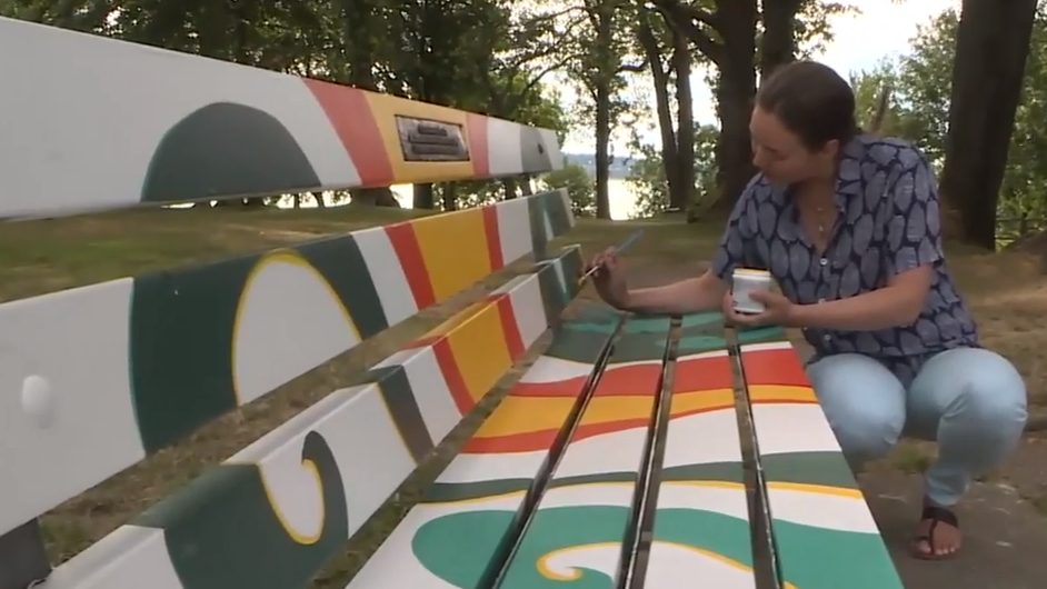 Vancouver Park Board won't remove painted memorial bench, for now