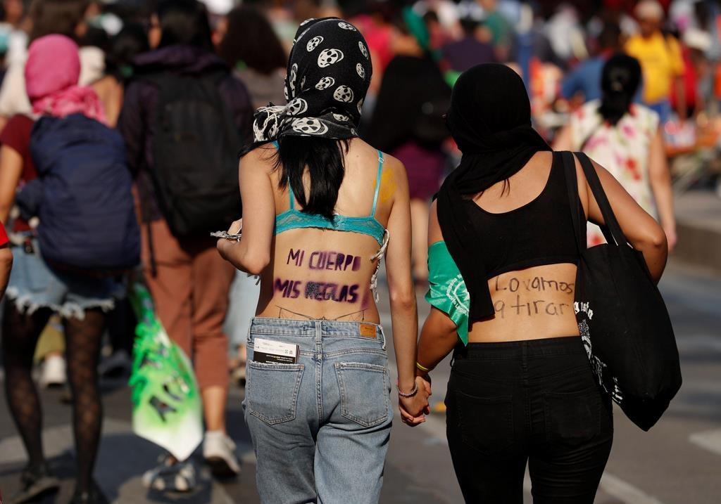 XLAT404 38 2019 223937 Why I Love/Hate Latinas Brides