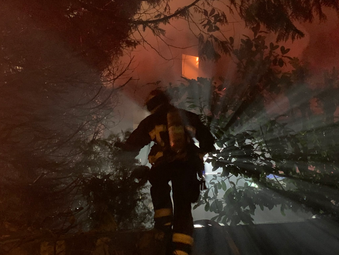 Neighbours report hearing fireworks just before early morning apartment building fire in Vancouver
