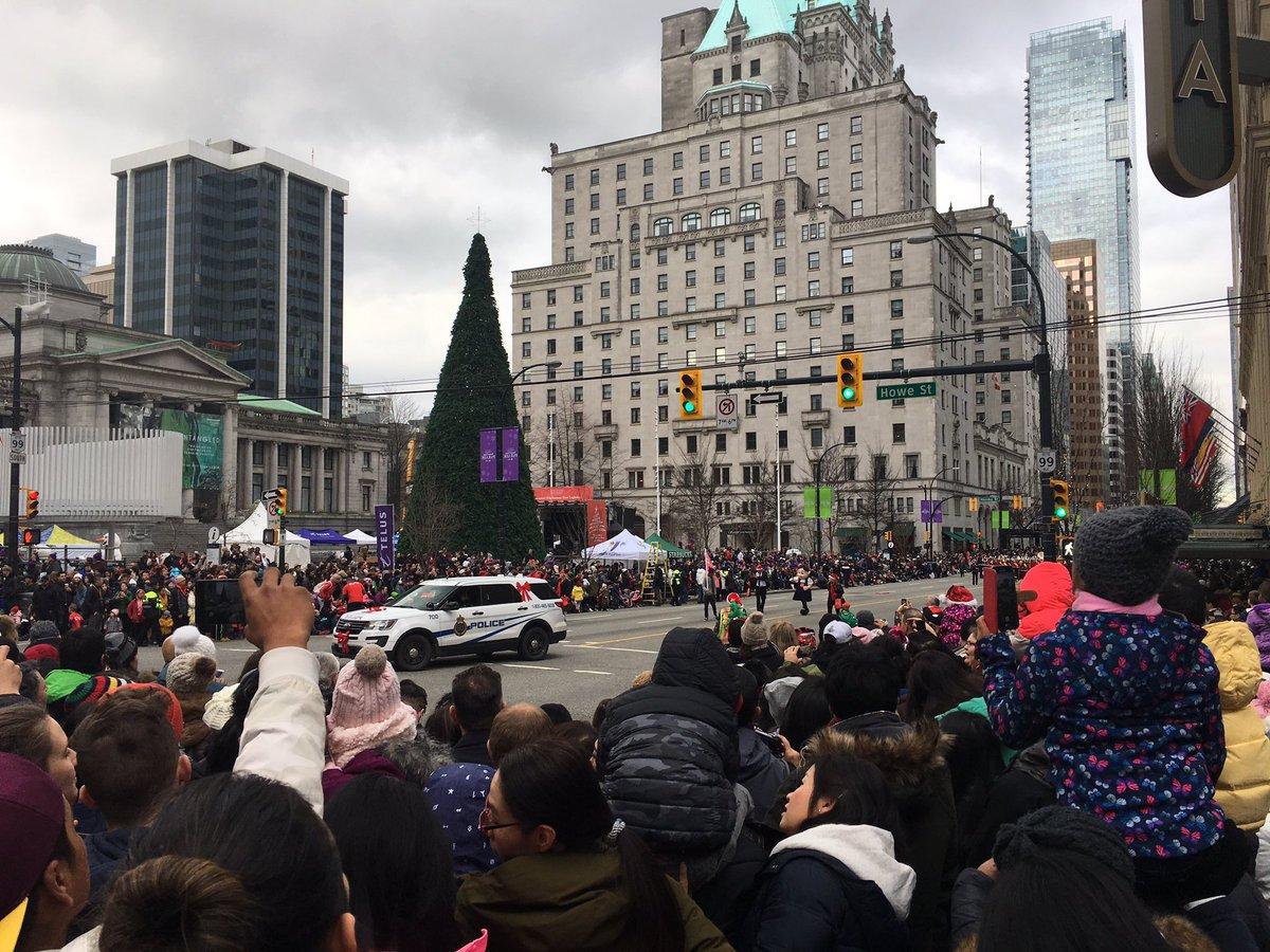 Santa lands in YVR, 16th annual Santa Claus parade begins Sunday