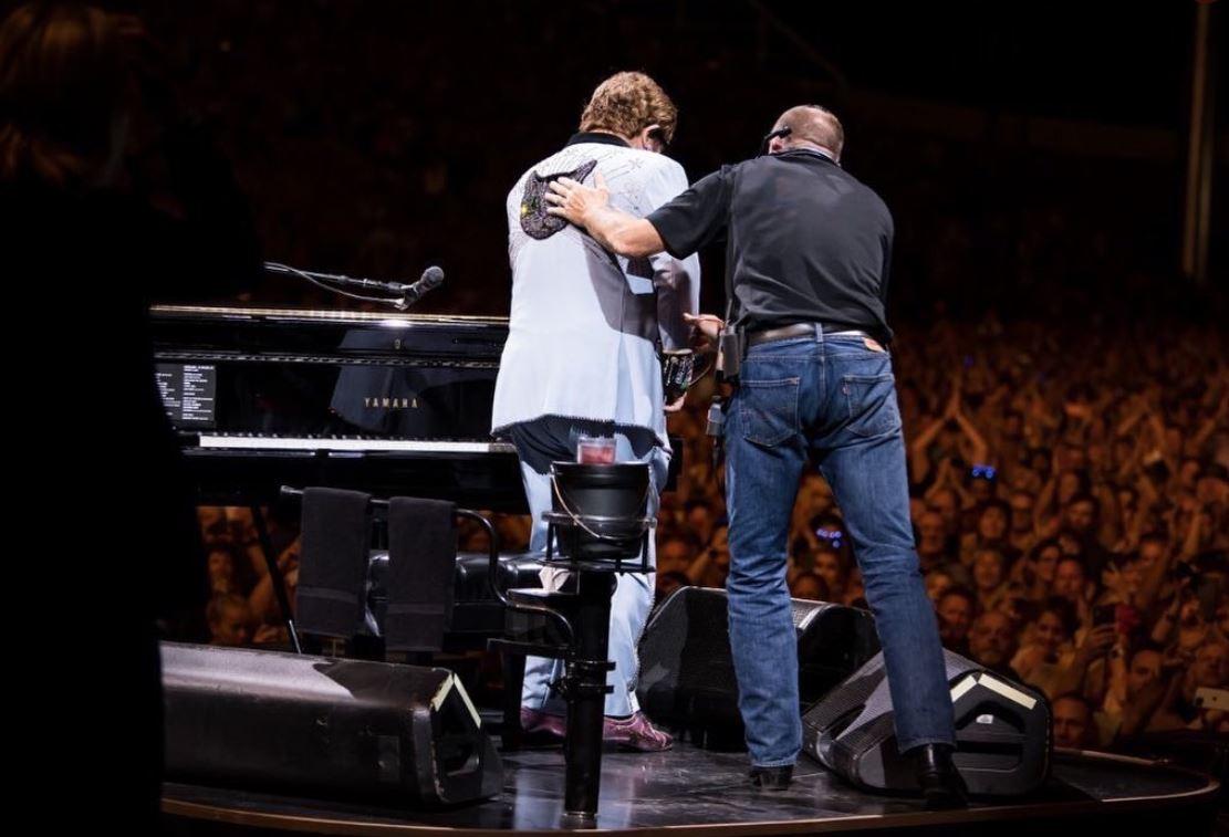 Elton John forced to cut concert short due to pneumonia