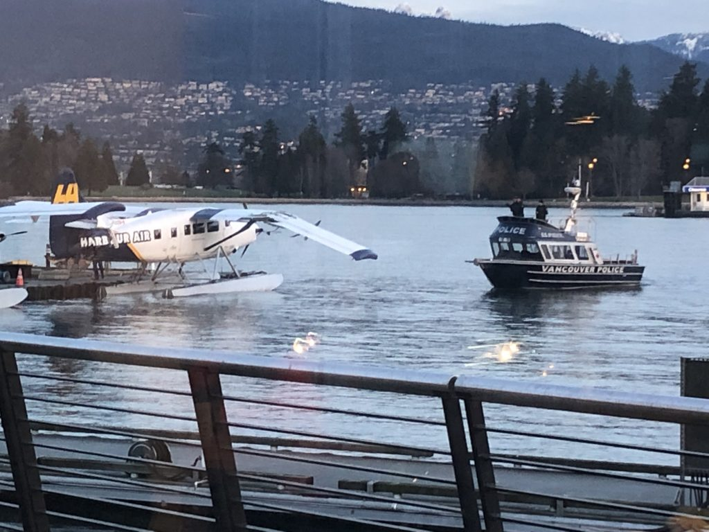 Man reportedly takes off in stolen float plane, crashes into another in Vancouver