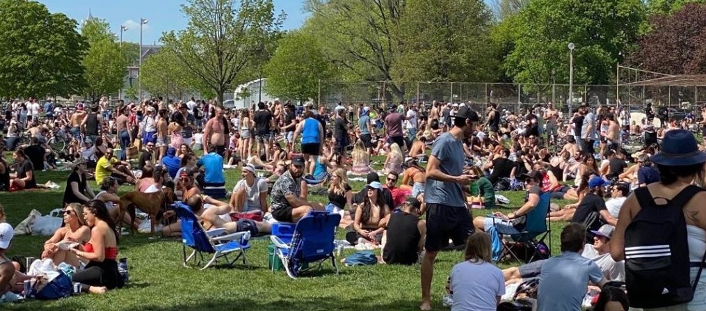 'Dangerous and selfish:' Toronto city officials outraged over massive crowds at popular park