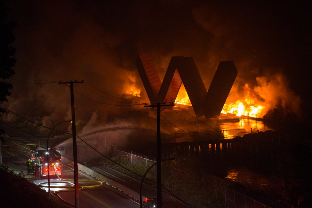 Crews unable to spare iconic 'W' artwork in New Westminster's Pier Park following fire