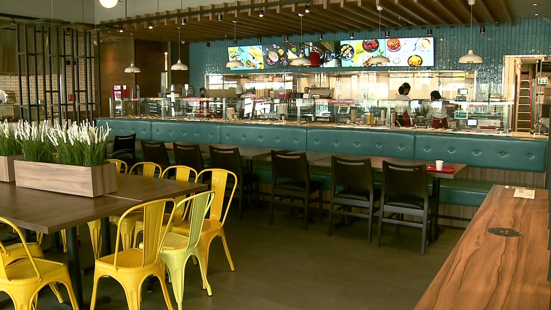 Indoor dining restrictions to be extended across B.C.  image