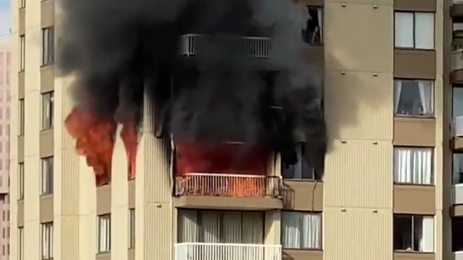 Highrise fire in Vancouver's West End contained to one suite, no injuries - NEWS 1130